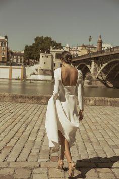 by chique Wedding Suits, Chic Wedding, Wedding Styles, Wedding Gowns, Slip Wedding Dress, Vestidos Color Blanco, Russian Wedding, Most Beautiful Wedding Dresses, Ideas