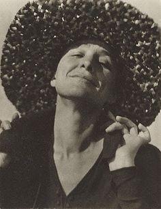 1919 Georgia O'Keefe (photographby ALfred )