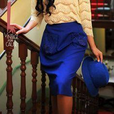 Saia azulão doada pela dress for success Lisboa a quem a madrinha Katty Xiomara deu a ideia de incorporar uns bolsos com bordados do casaco e as criadoras fizeram a magia acontecer!