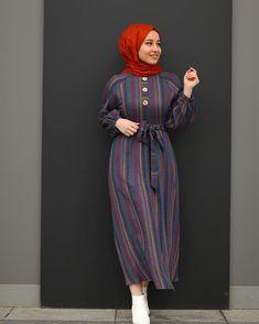 Image may contain: 1 person standing Tesettür Hırka Modelleri 2020 Hijab Fashion Summer, Modest Fashion Hijab, Stylish Hijab, Hijab Style Dress, Modern Hijab Fashion, Hijab Fashion Inspiration, Islamic Fashion, Muslim Fashion, Hijab Chic