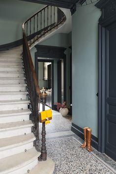 Chez Julie a Bordeaux - Home Decora La Maison Primitive Homes, Victorian Hallway, Flur Design, Hallway Inspiration, Hallway Designs, Entry Hallway, French Country House, Hallway Decorating, Victorian Homes