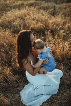 Mother Daughter Photoshoot Outfits Mother daughter photoshoot outfits // chambray bubble romper for Mommy Daughter Pictures, Mommy And Baby Pictures, Family Photos With Baby, Outdoor Family Photos, Mom Daughter, Baby Photos, Mother Daughters, Outside Baby Pictures, Outdoor Baby Pictures