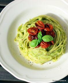 avocado basilikum creme pasta_flowers on my plate