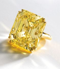 Sotheby's Magnificent Jewels The Magnifcent Emerald-Cut Fancy Vivid Yellow diamond ring, (Natural Color, clarity) weighing carats, mounted in 18 karat gold Estimate: – USD Ecco.questo è notevole. Canary Diamond, Yellow Diamond Rings, I Love Jewelry, Fine Jewelry, Jewelry Rings, Jewlery, Bling Bling, Diamond Jewelry, Gemstone Jewelry