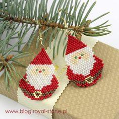 Kolczyki brick Mikołaje - tutorial | Royal-Stone blog Beaded Christmas Ornaments, Christmas Earrings, Christmas Jewelry, Christmas Stockings, Seed Bead Patterns, Beaded Bracelet Patterns, Beading Patterns, Peyote Beading, Stud Earrings