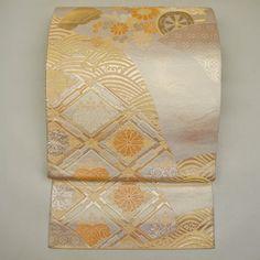Gold, silk fukuro obi / 淡金が品良く映える正装用におすすめの袋帯 #Kimono #Japan http://global.rakuten.com/en/store/aiyama/