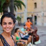 ¿Por qué le deberías sonreír a los extraños en la calle?