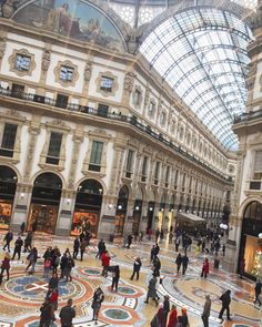 "2,709 mentions J'aime, 49 commentaires - VINCENZO GIRASOLI - ITALY (@idressitalian) sur Instagram: ""My favourite place in Milan • La Galleria ✨🇮🇹 • #Bomdia, #Goodmornig & #Buongiorno to all of you ☀️…"""