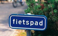 De Ronde van Nederland is een unieke fietsroute, die voor elke fietsliefhebber een ware uitdaging vormt. De ronde is samengesteld uit zes (delen van) bewegwijzerde Landelijke Fietsroutes en voert u langs de Noordzee- en Waddenkust en door het oosten en zuiden van het land. Bij elkaar opgeteld betekent dit 1200 kilometer fietsplezier, overwegend op vrijliggende fietspaden en rustige binnenweggetjes.