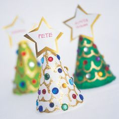 Kid Friendly Holiday Crafts - would be nice to let the kids make them as place cards for the Christmas dinner table :) Kids Crafts, Holiday Crafts For Kids, Christmas Activities, Holiday Fun, Holiday Dinner, Christmas Place Cards, Winter Christmas, Kids Christmas, Christmas Trees