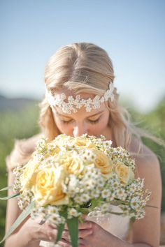 Wunderschönes besticktes Perlenhaarband