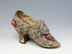 Pair of shoes, London, England (made)  1760-70, Silk woven with metal thread