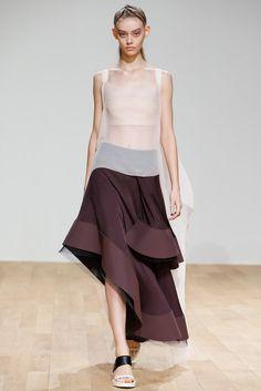 Esteban Cortazar Spring/Summer 2015 Ready-To-Wear Paris Fashion Week Runway Fashion, Fashion Show, Fashion Outfits, Paris Fashion, Moda Paris, Fashion Details, Fashion Design, Glamour, Sculptural Fashion