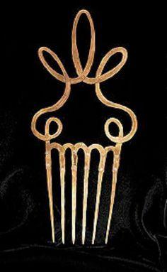 A Calder-jewelry-comb