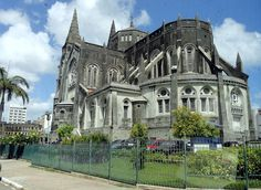Vista lateral da Catedral da Sé de Fortaleza, Ceará - BRASIL