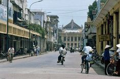 Trang Tien street and Hanoi Opera House in South Vietnam, Hanoi Vietnam, Beautiful Vietnam, Hans Peter, Old Street, Indochine, Red River, Opera House, Photos