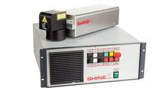 Laserová akademie: SHINE FIBER - http://www.mega-blog.cz/lasery/laserova-akademie-shine-fiber/  Vláknový laser Shine Fiber je srdcem všech značicích laserů Megaflex. Skládá se z celé řady velice sofistikovaných komponent od renomovaných výrobců. Abychom vám jej alespoň trochu přiblížili, rozhodli jsme se v několika dílech malého seriálu popsat jeho základní...
