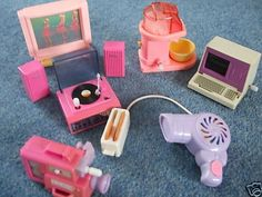 I had the popcorn maker, record player and video camera. Barbie gadgets.