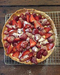 "2,362 Me gusta, 49 comentarios - Juliana Lopez May (@julianalopezmay) en Instagram: ""BÁSICOS & CLASICOS Tarta de frutilla Masa dulce ( receta italiana ) rinde 2 tartas ! 500 gr de…"""