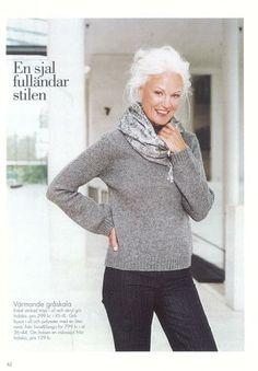 love her platinum locks Grethe Kaspersen Mature Fashion, Over 50 Womens Fashion, Look Fashion, Fashion Beauty, Long Gray Hair, Silver Grey Hair, Mode Ab 50, Beautiful Old Woman, Advanced Style