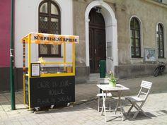 Crêpe-Stand www. Coffeehouse, Food Trucks, Yellow Black, D Day, Coffee Shops, Coffee, Coffee Cafe, Coffee Shop, Food Carts