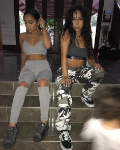 """146.2k Likes, 1,167 Comments - SiAngie Twins (@siangietwins) on Instagram: """"When the sun all in ya mit """""""