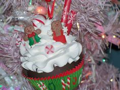 GINGERBREAD FAKE CUPCAKE ORNAMENT FOR CHRISTMAS DECOR, PHOTO PROPS, DISPLAYS #FakeCupcakeCreations