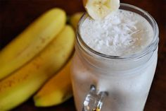 Coconut Banana Colada Smoothie cup coconut milk* cup pineapple juice 1 frozen banana (it doesn't need to be frozen, but they are the best!) cup pineapple chunks cup plain Greek yogurt 1 teaspoon vanilla extract pinch of salt dried coconut flakes Juice Smoothie, Smoothie Drinks, Healthy Smoothies, Healthy Drinks, Smoothie Recipes, Healthy Eating, Healthy Foods, Detox Smoothies, Coconut Smoothie