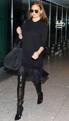 chrissy-teigen-black-airport-outfit