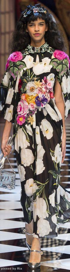 Dolce & Gabbana Autumn/Winter Ready-To-Wear Milan Fashion Week Fashion Week, Love Fashion, Runway Fashion, High Fashion, Fashion Show, Autumn Fashion, Fashion Looks, Fashion Design, Milan Fashion