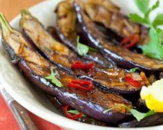 Aubergines simples grillées au barbecue : http://www.fourchette-et-bikini.fr/recettes/recettes-minceur/aubergines-simples-grillees-au-barbecue.html