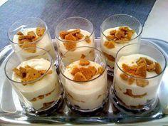 This Banana Caramel Cream Dessert is simply one of the most delicious desserts ever! this dessert has it all! Mason Jar Desserts, Greek Desserts, Individual Desserts, Small Desserts, Dessert Spoons, Dessert Dishes, Mini Desserts, Delicious Desserts, Dessert Recipes