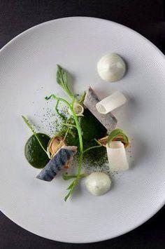 L'art de dresser et présenter une assiette comme un chef de la gastronomie. http://visionsgourmandes.com > http://www.facebook.com/VisionsGourmandes . #gastronomie #gastronomy #chef #presentation #presenter #decorer #plating #recette #food #dressage #assiette #artculinaire #culinaryart