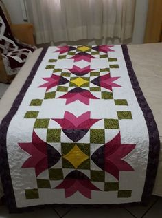 Patchwork Table Runner, Table Runner Pattern, Flower Quilts, Mini Quilts, Applique Quilts, Quilting Designs, Table Runners, Quilt Patterns, Patches