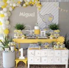 Darling little elephant party by Happy Monday! Elephant Party, Elephant Birthday, Elephant Theme, Elephant Baby Showers, Baby Birthday, Baby Shower Decorations For Boys, Baby Shower Centerpieces, Baby Shower Themes, Elephant Decorations