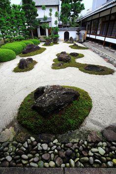 Japanese Garden Theme For A Getaway In Your Own Backyard Japanese Garden Landscape, Zen Rock Garden, Small Japanese Garden, Zen Garden Design, Dry Garden, Japanese Garden Design, Landscape Design, Japanese Gardens, Japan Garden