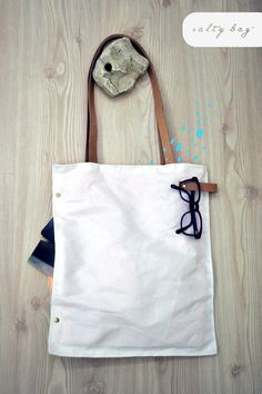 Salty Bag is a project about bags made from used sails. Cryssa C. has curated the design of the bags, their visual identity as well as the brand's values. Diy Purse, Buy Buy Baby, Brand Me, Big Bags, Screen Printing, Reusable Tote Bags, Make It Yourself, My Style, How To Make