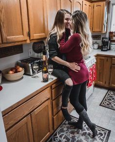 This is home to the largest pool of bisexual singles and couples. Looking for local bisexual relationships. Join to meet bisexuals. Cute Lesbian Couples, Cute Couples Goals, Lesbian Love, Girlfriend Goals, Love Always Wins, Lesbians Kissing, Just She, Cute Gay, Cute Relationships