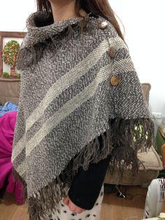Weaving Textiles, Tapestry Weaving, Loom Weaving, Hand Weaving, Shawl Patterns, Weaving Patterns, Crochet Circles, Diy Scarf, Summer Knitting