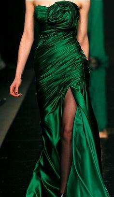 inspired by rita hayworth gilda Zuhair Murad - Fall Winter Ready-To-Wear - Shows - Vogue. Zuhair Murad, Ellie Saab, Look Man, Dress Vestidos, Holiday Fashion, Fashion Fall, Green Fashion, Beautiful Gowns, Fabulous Dresses