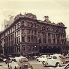 Edificio dos Correios (Central Post Office Building)  Sao Paulo / Brazil Vale Do Anhangabaú, My Town, Old Photos, Past, Louvre, Volkswagen Beetles, Street View, City, Places