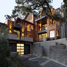 Words can not explain how much I want this house #hillsidehome #architecture #lordjesus #beautiful