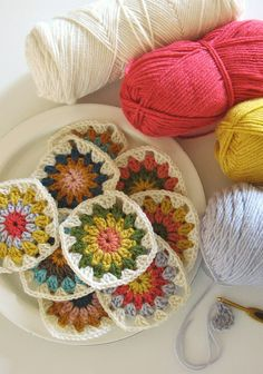 I am adding 'make a granny square blanket' to my list of goals this year. But I suppose I should add 'learn how to crochet a granny square. Love Crochet, Beautiful Crochet, Diy Crochet, Crochet Crafts, Yarn Crafts, Crochet Flowers, Crochet Projects, Crochet Blocks, Crochet Squares