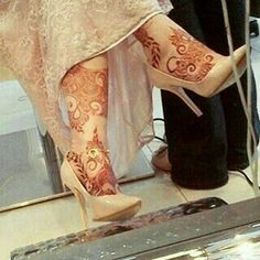 Parleen Arabic Henna Designs, Mehndi Art Designs, Mehndi Images, Henna Tattoo Designs, Mehendi, Bridal Mehndi, Henna Mehndi, Leg Henna, Foot Henna