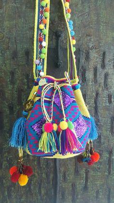 Carnaval MISS G Crochet Clutch, Crochet Purses, Beautiful Handbags, Tapestry Crochet, Large Handbags, Boho Gypsy, Hippie Chic, Hand Stitching, Bucket Bag