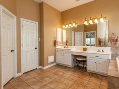 Double Sink Vanity Ideas Bathroom Vanities With Makeup Area Home makeup area ideas - Makeup Ideas Best Vanity Mirror, Bathroom With Makeup Vanity, Lighted Vanity Mirror, Bathroom Vanities, Makeup Vanities, Double Sink Vanity, Vanity Sink, Moderne Outfits, Vanity Ideas