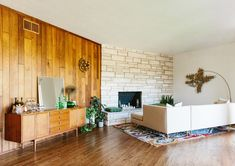 Natural Materials - Inside The Brady Bunch Chic Home Of Claire Thomas - Photos