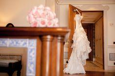 Wedding photography // Bridal prep photos // Wedding dress // Helena Tomás Photografia