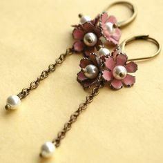 Google Image Result for http://vivifypicture.com/wp-content/uploads/2010/11/Amazing-vintage-modern-jewelry-3.jpg