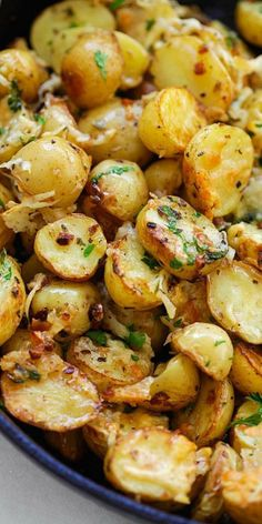 Italian Roasted Potatoes – buttery, cheesy oven-roasted potatoes with Italian seasoning, garlic, paprika and Parmesan cheese. So delicious
